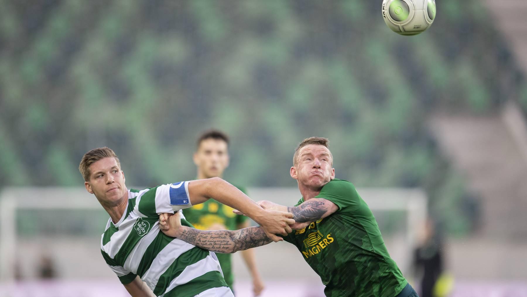 Will nach seiner Verletzungspause wieder voll durchstarten: St.Gallens Cedric Itten (links) im Zweikampf mit Glasgows Jonny Hayes.
