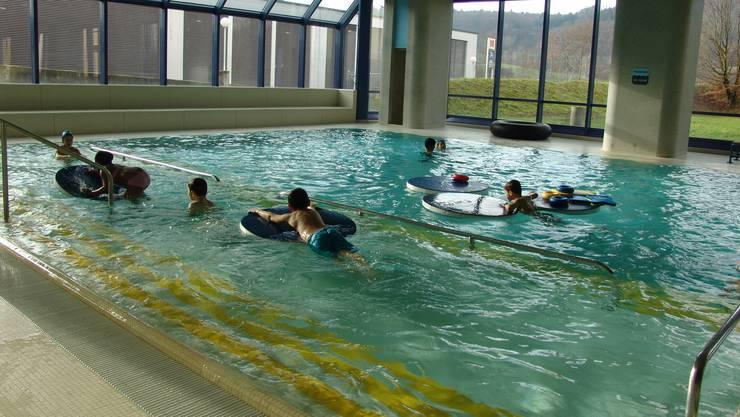 Wenn nicht gerade Schwimmunterricht ist, ist es eher eng im Hallenbad Urdorf. (Archivbild)