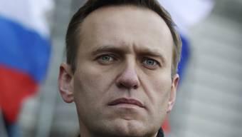 ARCHIV - Alexej Nawalny, Oppositionsführer aus Russland, .bei einem Gedenkmarsch für den Kremlkritiker Boris Nemzow. Foto: Pavel Golovkin/AP/dpa