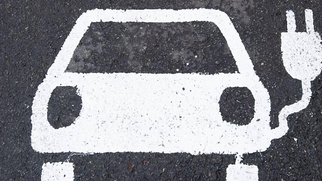 Der Kanton Schaffhausen führt eine Umstiegsprämie von 2000 Franken ein beim Kauf von Elektroautos. (Symbolbild)