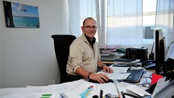 Optimistisch für die Zertifizierung: Ernest Oggier beim Erstellen schriftlicher Prozeduren in seinem Büro.