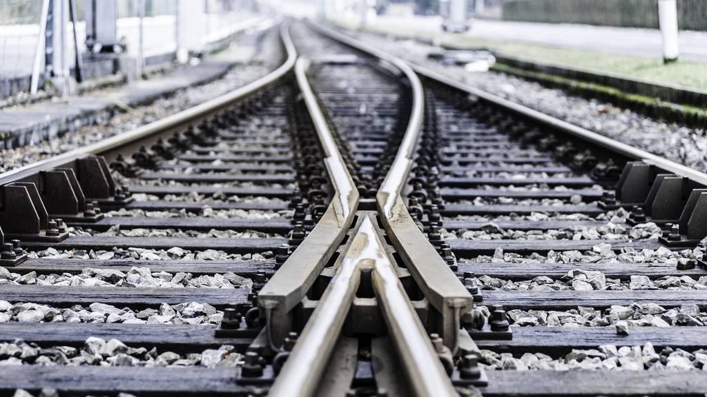 Zug mit 10 Personen entgleist in Bahnhof Bregenz