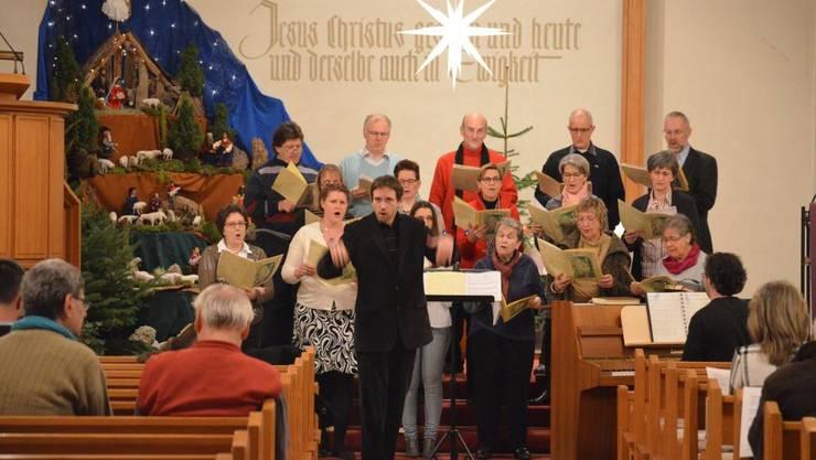 Nicola Cumer bezieht die Besucher ins gemeinsame Singen ein