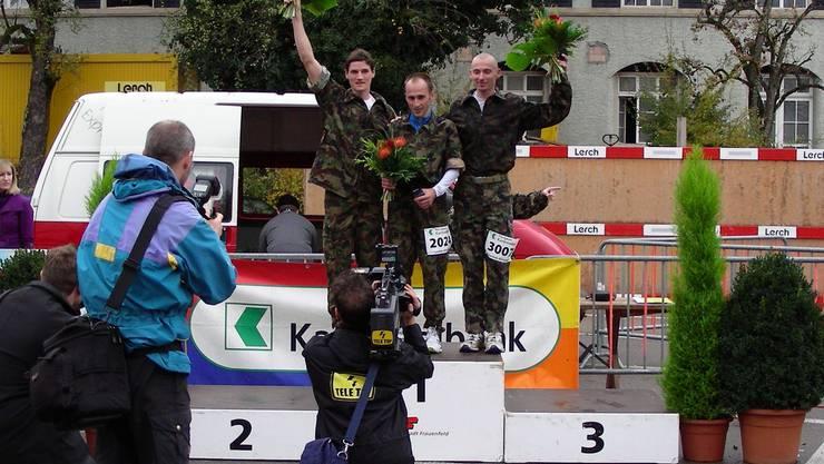 Medienrummel um Adrian Brennwald, Sieger David Schneider und den Zweitplatzierten Marc Berger (von rechts). (Bild zvg.)