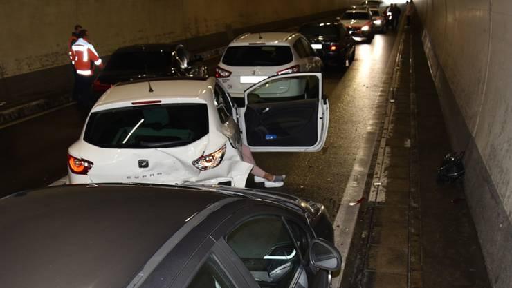 Zwei Unfälle mit sieben Autos: Beim Tunnel Plazzas auf der A13 kam es am Samstag zu zwei Auffahrunfällen gleichzeitig.