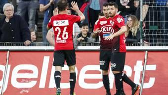 Michael Perrier, der Torschütze zum 1:0 Varol Tasar und Gianluca Frontino (Aarau) jubeln nach dem Tor.