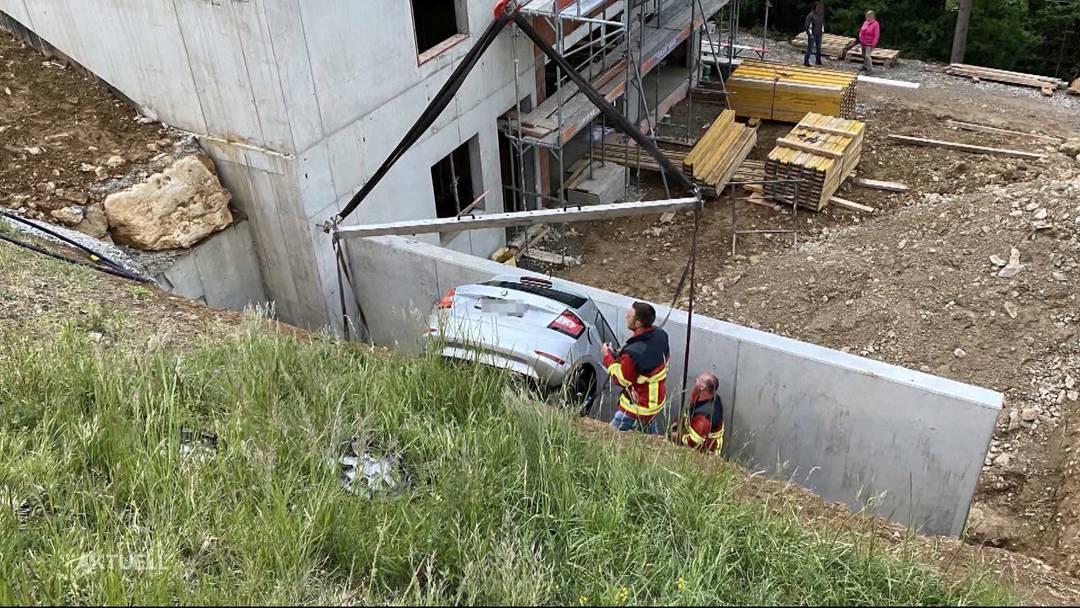 Der Beitrag von TeleM1: Herrenloses Auto kracht in Hausmauer