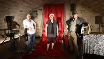 (v.l.) Schuan Tahir, Stadtcafé, Doris Schaeren und Rolf Johannsmeier sind bereit für neues Theater im Gewölbekeller.
