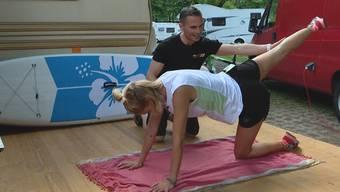 Personal-Trainer Keren Lopata macht uns fit für den Sommer. Ex-Wetterfee Linda Gwerder zeigt er drei Po-Übungen für Zuhause.