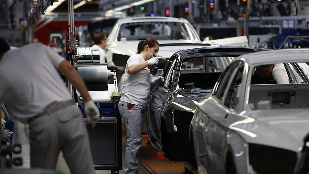 Deutsche Firmen drosseln Produktion unerwartet