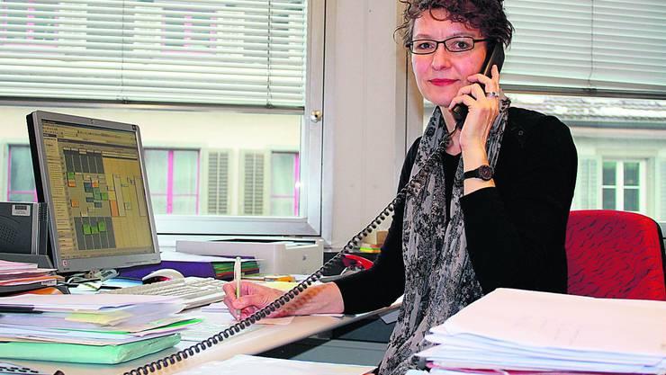 Geschäftsstellenleiterin Barbara Haag und ihre Kolleginnen stehen täglich vielen Anrufern mit Rat und Tat zur Seite.  Foto: cfr