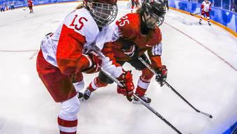 Die Schweiz, hier mit Topskorerin Alina Müller (rechts) im Spiel gegen Russland, beendete das olympische Eishockey-Turnier 2018 in Pyeongchang im 5. Rang
