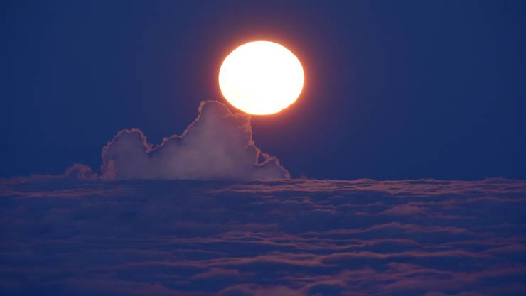 Der Supermond vom Weissenstein aus gesehen. «Wenn der Mond am Horizont aufgeht, dann ist es egal, ob es ein Supermond ist oder nicht. Er ist immer riesig und eindrücklich», sagt Mirco Saner.