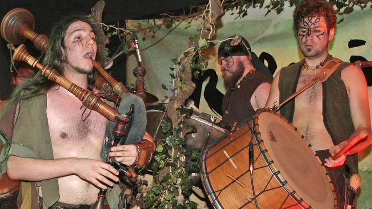Die Schweizer Band Koenix verzauberte mit ihren mittelalterlichen Klängen und Mundarttexten das Publikum der Met-Bar.