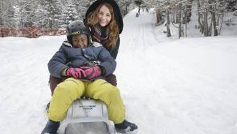 Miss Schweiz schlittelt mit Asylbewerber - ohne Sponsor! (Archiv)