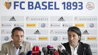 Präsident Bernhard Heusler und der abtretende Trainer Murat Yakin an der Pressekonferenz am Montagnachmittag in Basel.