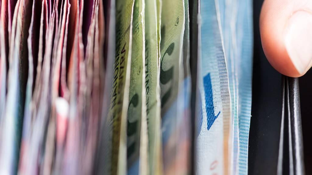 Die Schweizer Unternehmen erwarten ein stabiles Wirtschaftswachstum, sichern sich jedoch gegen Währungsrisiken ab.