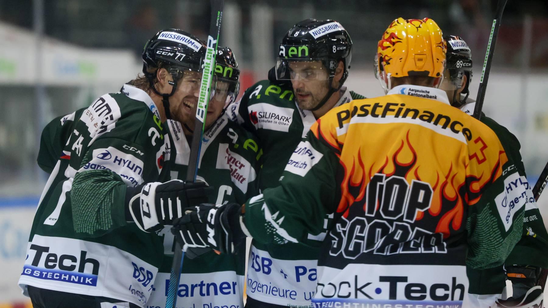 Eishockey Swiss League - EHC Olten - HC Biasca Ticino Rockets; Tor zum 3:0, der Torschuetze Lukas Lhotak, Dion Knelsen, Simon Luethi und Stanislav Horansky (Olten) (Marc Schumacher/freshfocus)