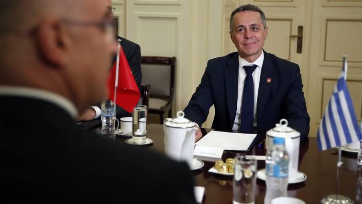 Für einmal im Ausland unterwegs: Aussenminister Ignazio Cassis trifft in Athen seinen Amtskollegen Nikos Dendias.