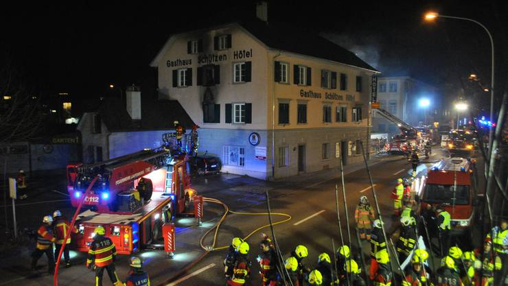 Dutzende Einsatzkräfte sicherten die Brandstelle an der Winterthurerstrasse in Laufenburg.