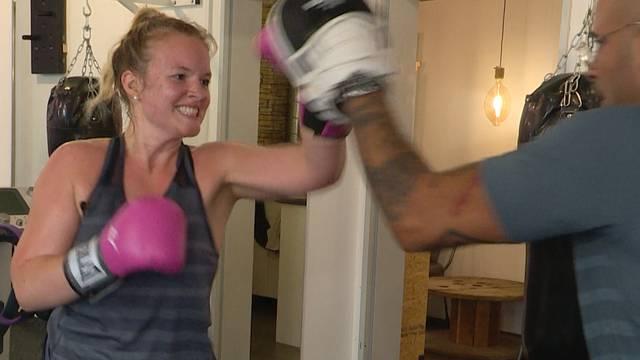 Ein Boxtraining bringt Silja an ihre Grenzen