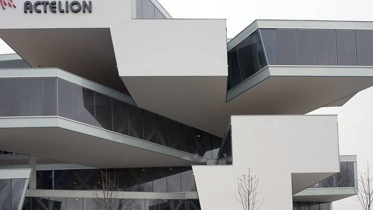 Der markante Actelion-Hauptsitz von Herzog & de Meuron in Allschwil: Das Baselbieter Biotechunternehmen ging mit dem US-Konzern Johnson & Johnson zusammen. (Archiv)