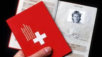 Für Ausländerinnen und Ausländer der dritten Generation soll es einfacher werden, den Schweizer Pass zu erhalten.