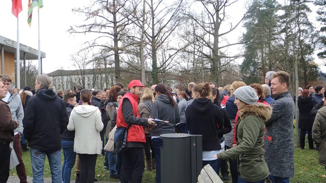 Kurzdemo in Königsfelden: Angestellte der Psychiatrischen Dienste Aargau demonstrieren gegen die Abschaffung des dualen Führungssystems