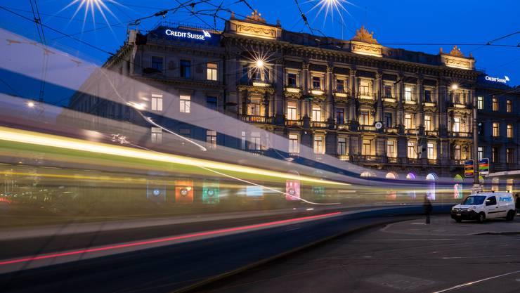 Der Hauptsitz der CS am Zürcher Paradeplatz, unweit davon ist die UBS: Wie nahe kommen sich die beiden Grossbanken?