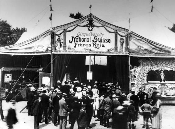 1919: Grosser Besucherandrang vor dem Circus Knie im Gründungsjahr.