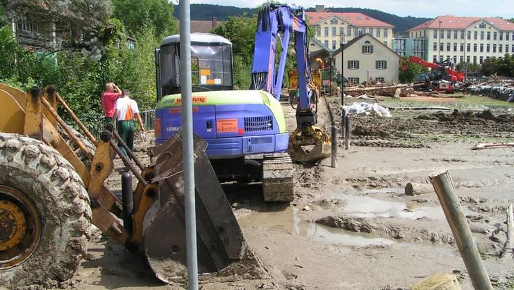 So schlimm sah es 2005 nach dem grossen Hochwasser in Unterwindisch aus.