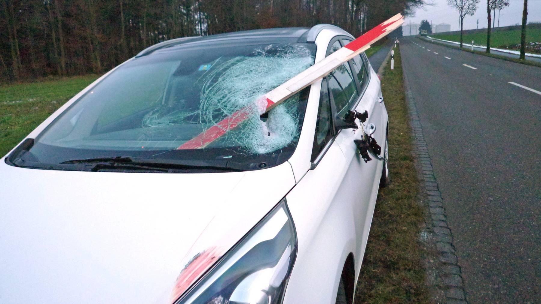 So sah das Auto der Grossmutter und ihrer Enkelin nach der «Durchbohrung» aus.