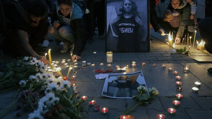 Grosse Trauer um die ermordete Moderatorin in Bulgarien.