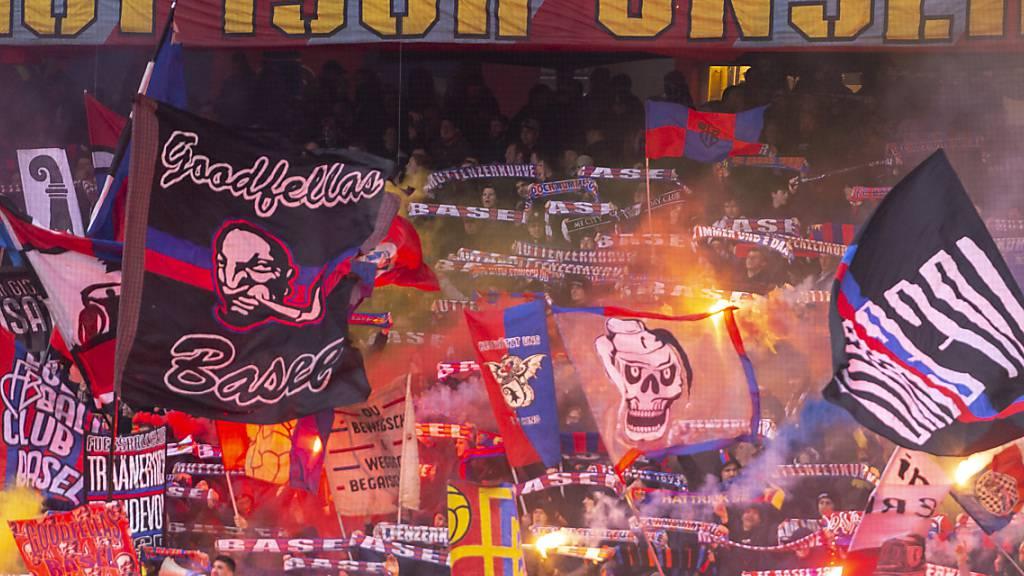 So sah es vor Corona aus: Die Basler Fans machen in der Muttenzerkurve Stimmung