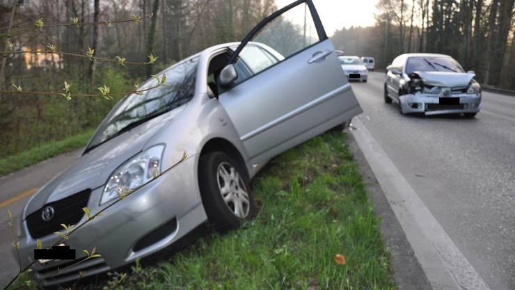 Eine Autolenkerin wurde bei dem Unfall leicht verletzt.
