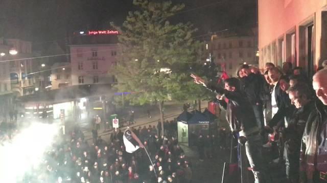 Davide Callà und die Fans auf dem Barfi singen gemeinsam