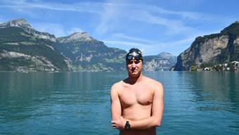 Romano am Urnersee in Flüelen – von hier aus wird er mit der Überquerung des Vierwaldstättersees beginnen.