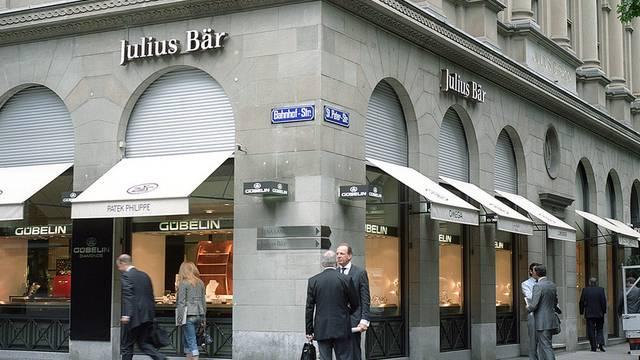 Das Management von Julius Bär verzichtet auf einen Teil seines Lohnes (Archiv)