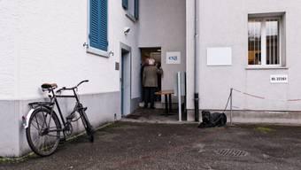 Vor allem ältere Frauen interessierten sich in Binningen für die Sterbehilfeorganisation Exit.