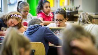 Der Kanton will Zusatz-Lektionen reduzieren. Der Menziker Elternrat findet aber: «Dieser Leistungsabbau verbaut den Jugendlichen die Zukunft.» (Symbolbild)