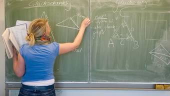 Der Regierungsrat will Lehrern im Aargau mehr Lohn geben. Nicht alle sind damit einverstanden.