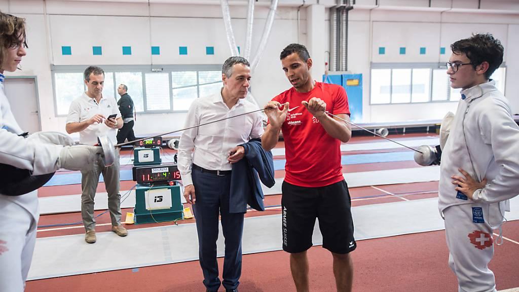 Aussenminister Ignazio Cassis hat am Vortag des 1. August 400 Jugendliche im Sommerlager im Nationalen Jugendsportzentrum Tenero TI besucht.