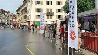 Vergangenen Samstag verkaufte der Gewerbeverband Olten Geschenkgutscheine im Wert von 200'000 Franken mit 20 Prozent Rabatt, um die Wirtschaft zu stimulieren.