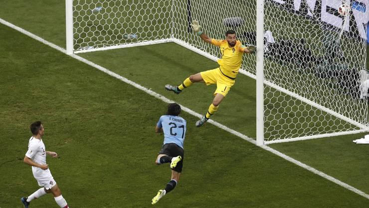 Edinson Cavanis Traumtore - hier das 1:0 nach sieben Minuten - bringen Uruguay in die Viertelfinals.