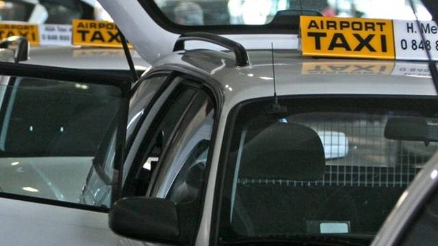 Taxis am Flughafen Zürich (Archiv)