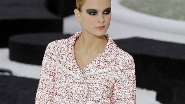 Exklusive Mode auf den Laufstegen von Paris