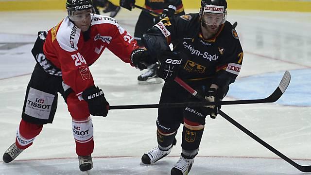 Reto Suri (links) schoss die Schweiz in der Verlängerung zum Sieg