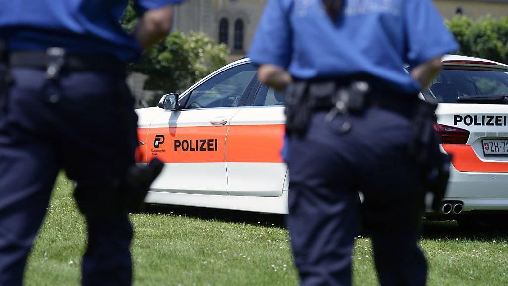 Die Kantonspolizei Zürich musste den Mann über weite Strecken verfolgen. (Symbolbild)