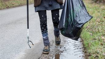 In vielen Gemeinden helfen Sozialhilfebezüger, Abfall einzusammeln. Dies ist gemäss der Motion Riebli eine Pflicht, um den vollen Grundbedarf zu erhalten.