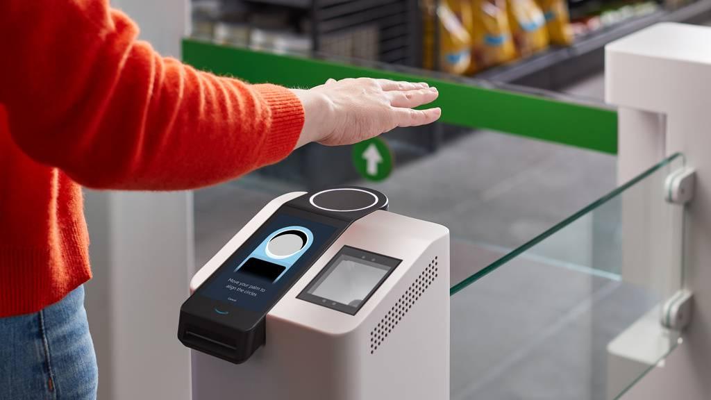 Ein bisschen wie Magie: Amazon führt in seinen Läden Bezahlen mittels Handflächen-Identifikation an. Andere Unternehmen hätten bereits Interesse am «Amazon One» genannten System bekundet, heisst es. (zVg)